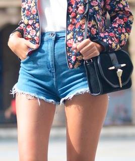С чем носить шорты с завышенной талией?