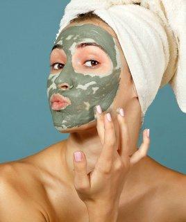 7 отличных масок с голубой глиной для жирной и проблемной кожи