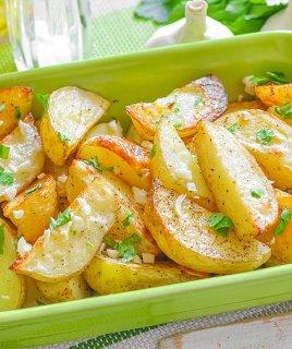 Картофель с чесночным маслом: просто и сытно